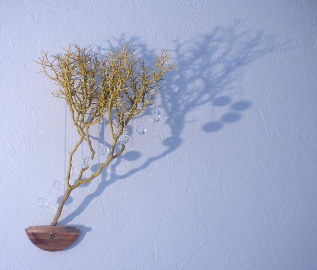 kleine muurinstallatie, boompje met glaskralen